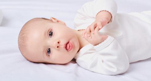 כיצד תינוק רואה את העולם - חודש אחר חודש