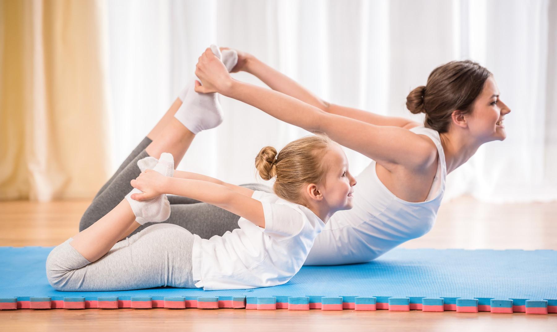 יוגה בימי וירוס הקורונה - 5 תרגילים לילדים ולהורים שאפשר לעשות בבית